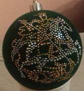 Флокированный елочный шар со стразами